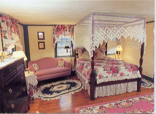 crocker-tavern-bedroom.jpg